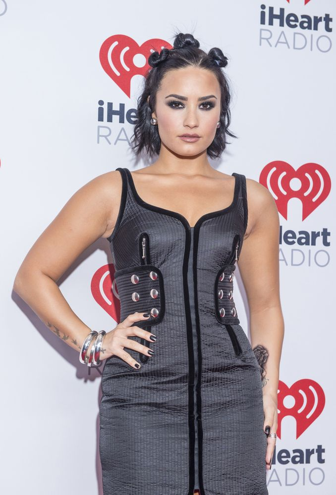 8 Demi Lovato Hairstyles Ranked From Worst To Best - Fame10