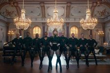 """Taylor Swift's Music Video Director Says Beyonce Copied """"Bad Blood"""""""