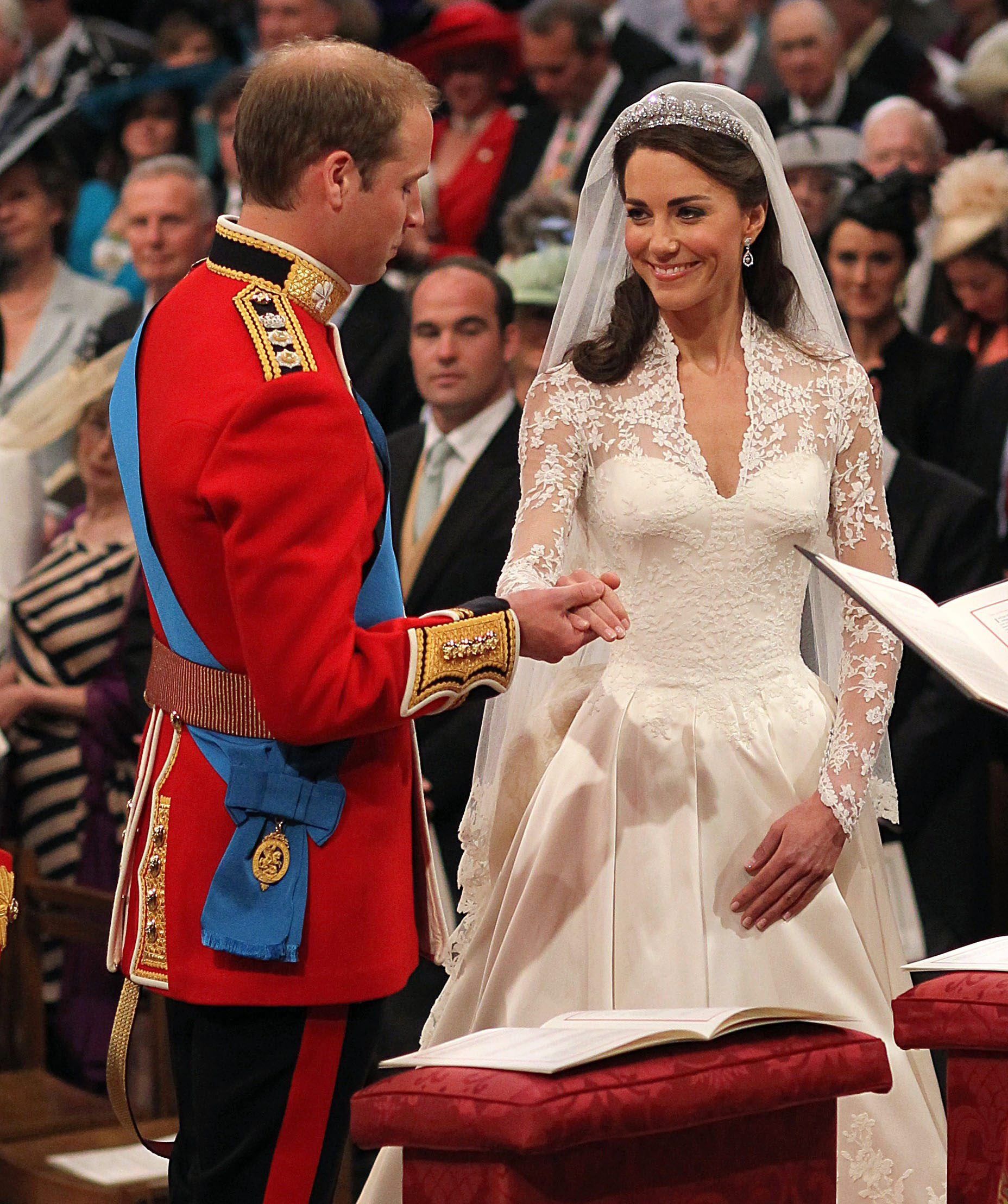 Hidden Details On Royal Wedding Dresses (Diana/Kate/Meghan) You Didn't Know About - Fame10