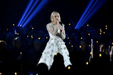 Carrie Underwood Delivers Emotional Tribute To Las Vegas Victims At CMAs