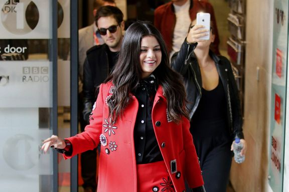 Best Celebrity-Inspired Holiday Outfits