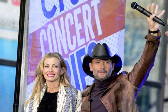 Tim McGraw Scares Crowd After Collapsing On Stage In Ireland
