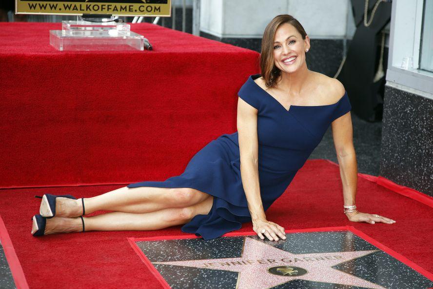 Jennifer Garner Stunned In Royal Look At Walk Of Fame Ceremony