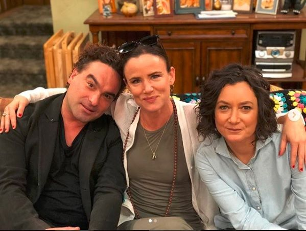 'Christmas Vacation' Stars Johnny Galecki And Juliette Lewis Will Reunite On 'The Conners' - Fame10