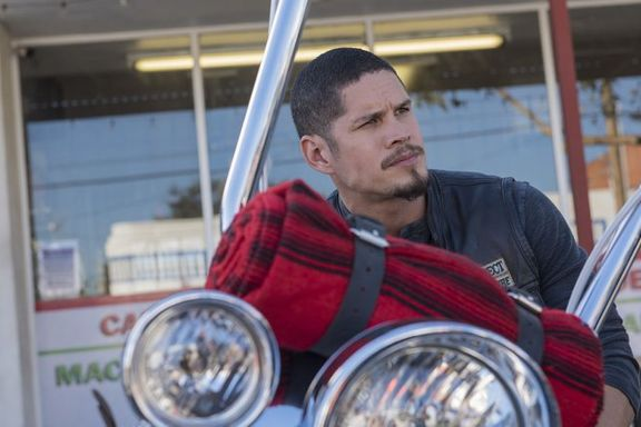 Mayans MC Creators Explain That Sons Of Anarchy Cameo In Pilot