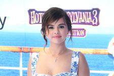 Report: Selena Gomez Seeks Treatment After Breakdown In Hospital