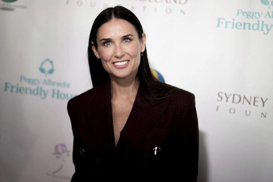 Demi Moore Shares A Thanksgiving Throwback Photo With Her Daughters On Instagram