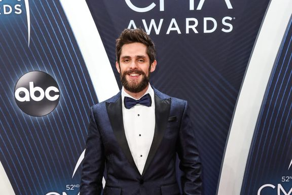 Thomas Rhett And His Daughters Perform A Song From 'Frozen' For The Disney Singalong Special