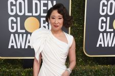 Sandra Oh Dazzles On The Golden Globes Red Carpet