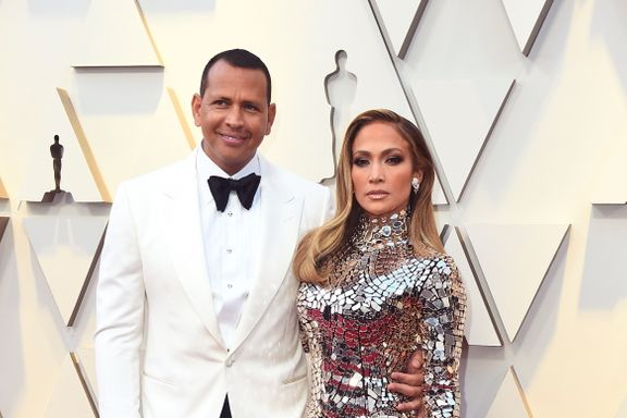 Jennifer Lopez Dazzles At The 2019 Oscars In Head To Toe Sequins