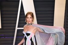 Selma Blair Walks First Red Carpet At 2019 Oscars Since Revealing MS Diagnosis