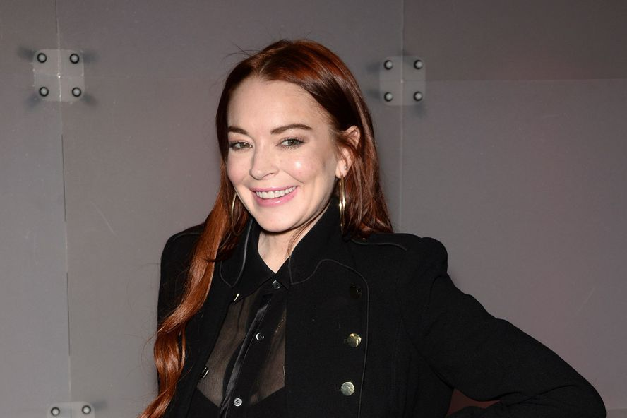 Lindsay Lohan Swears She Wasn't Flirting With Liam Hemsworth On Instagram
