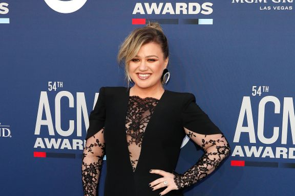 Kelly Clarkson Had The Best Response To Being Mistaken For A Seat Filler At 2019 ACM Awards