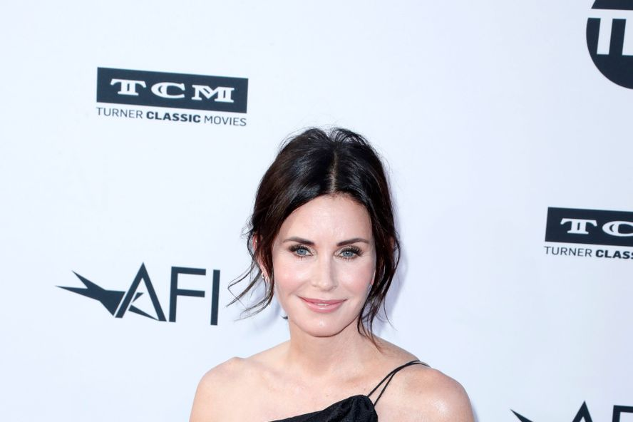 Courteney Cox Hilariously Responds To Fans Who Said She Looks Like Caitlyn Jenner In Recent Instagram Pic