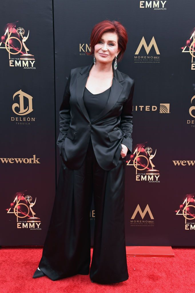 """Sharon Osbourne Shows Off """"100% White Hair"""" After Dyeing It Red For 18 Years - Fame10"""