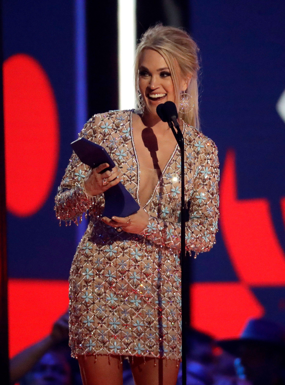 Carrie Underwood, winner of the Favorite Female Artist