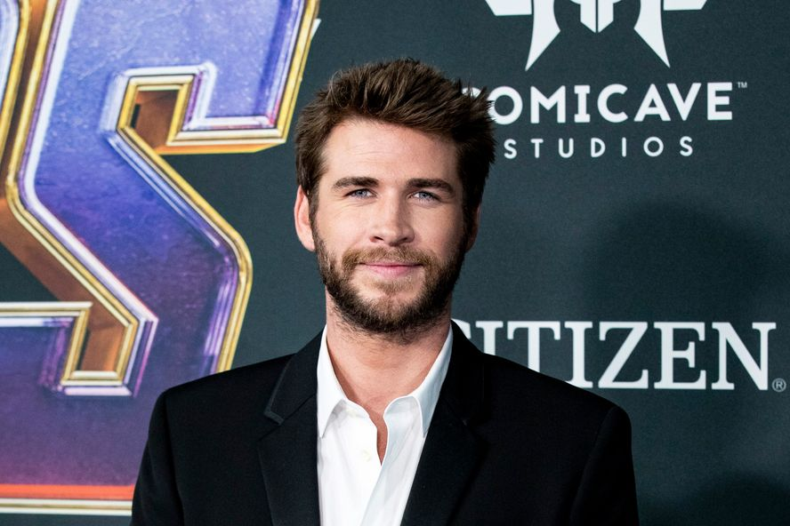"Liam Hemsworth Had To Rethink His Vegan Diet After ""Painful"" Kidney Stone Surgery"