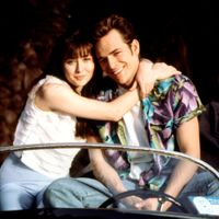 Secrets Behind Beverly Hills 90210's Off-Screen Relationships