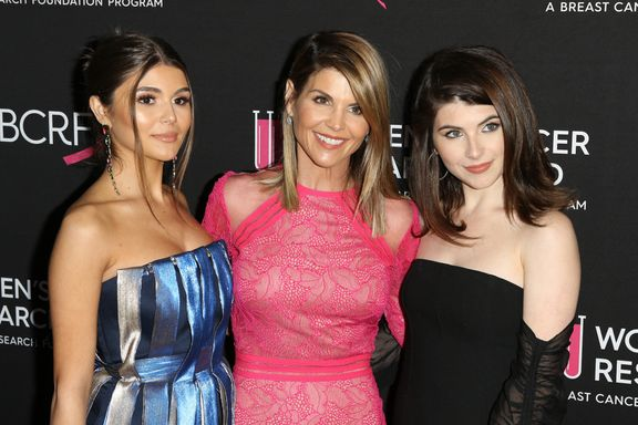 "Lori Loughlin ""Outraged"" Over Prosecutors Releasing Daughters' Rowing Photos From College Admissions Scandal"