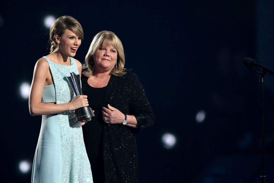 Taylor Swift Reveals Her Mom Andrea Has Been Diagnosed With A Brain Tumor