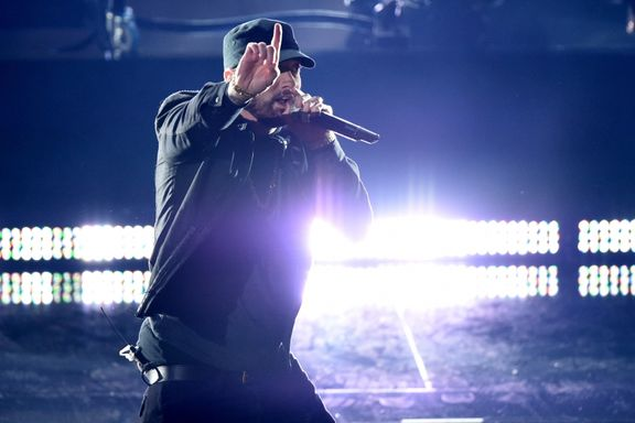 "Eminem Makes Surprise Appearance At Oscars With A Special Performance Of ""Lose Yourself"""