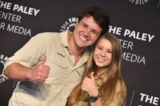 """Bindi Irwin And Chandler Powell Reveal Sweet Wedding Gift From """"Family"""" Russell Crowe"""