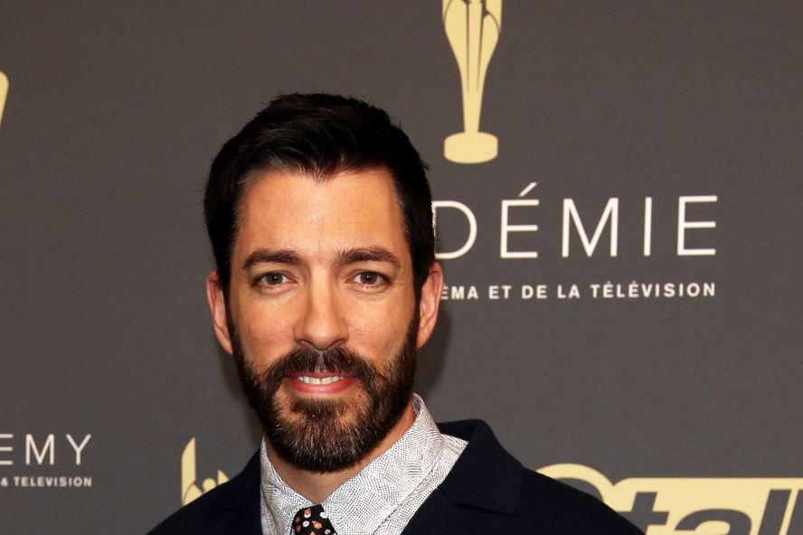 Property Brothers' Drew Scott Sings Beautiful Acoustic Rendition of 'Lean on Me'