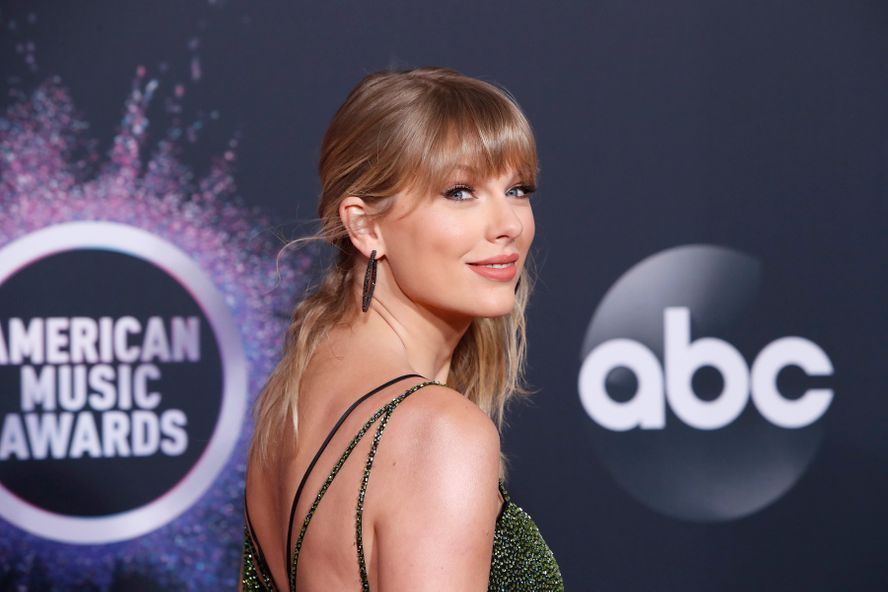 Taylor Swift Releasing Surprise New Album 'Folklore' Tonight