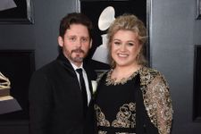 """Kelly Clarkson Comments That Her Life Has Been """"A Bit Of A Dumpster"""" Since Divorce Filing"""