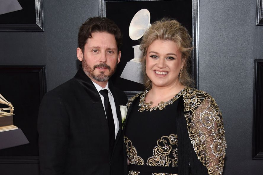 "Kelly Clarkson Comments That Her Life Has Been ""A Bit Of A Dumpster"" Since Divorce Filing"