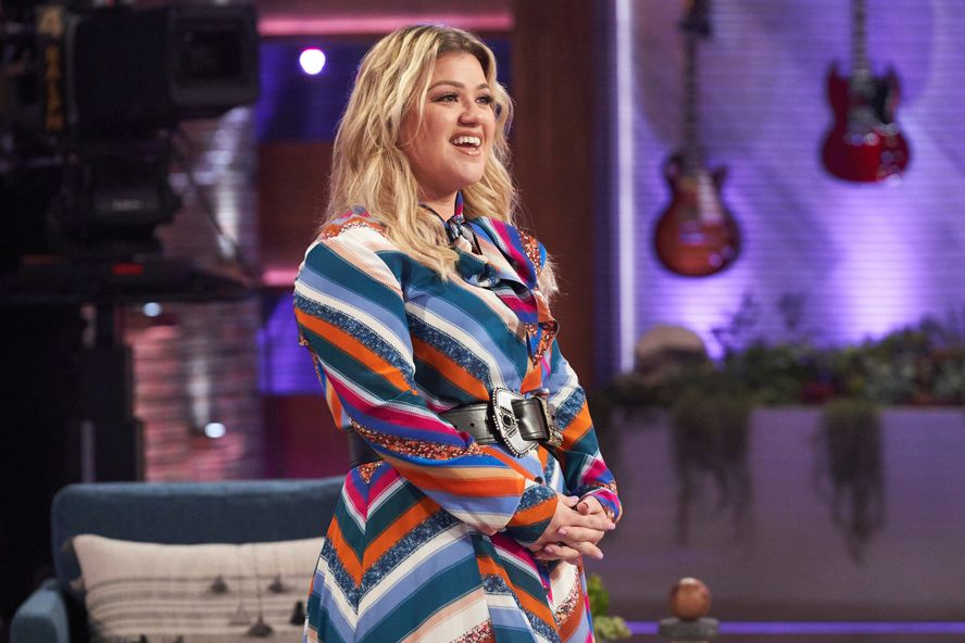 "Kelly Clarkson Says She ""Didn't See"" Divorce Coming On Talk Show Premiere"