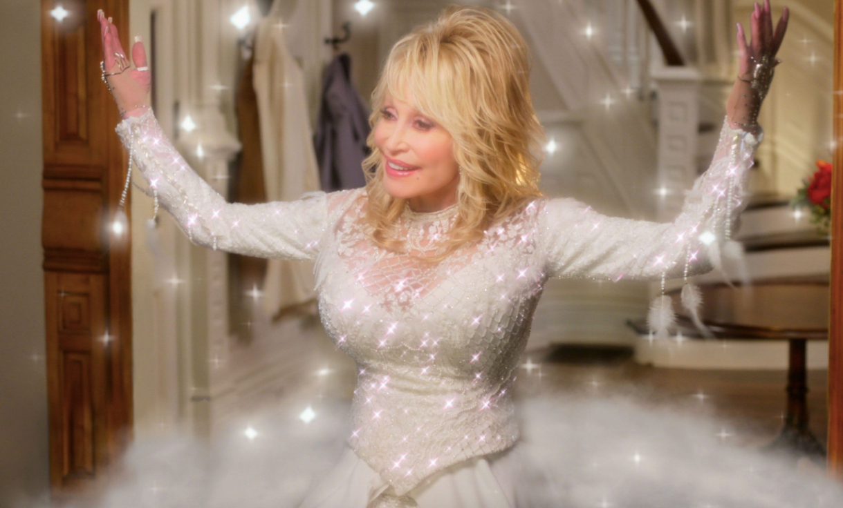Dolly Parton's Holiday Special 'A Holly Dolly Christmas' Will Air On CBS This December - Fame10