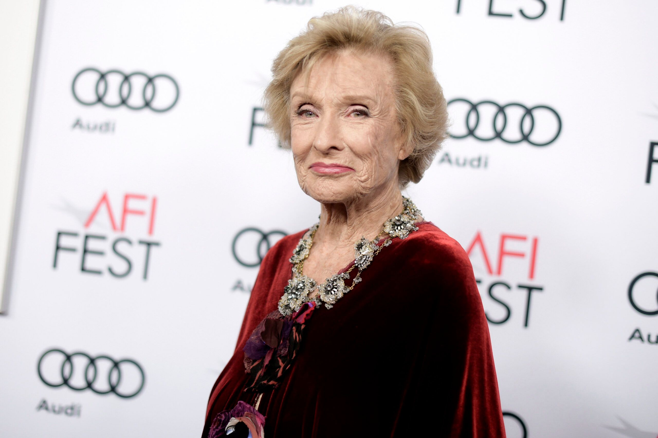 Mary Tyler Moore Show Star Cloris Leachman Has Passed At 94 - Fame10